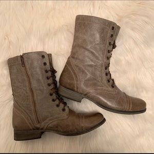 NWOT Steve Madden Troopa Boot (Stone)